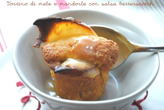 Tortini di mele e mandorle con salsa butterscotch