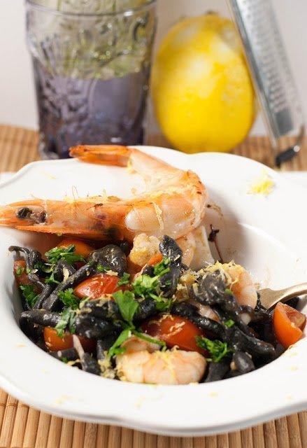 Pici al nero di seppia e frutti di mare