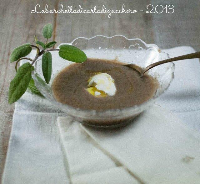 Zuppa di funghi e panna acida profumata al tartufo