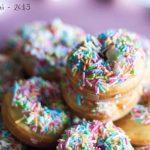 Mini Donuts con cioccolato bianco e zuccherini