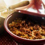 Cous Cous con albicocche secche, pistacchi e cipolle fritte