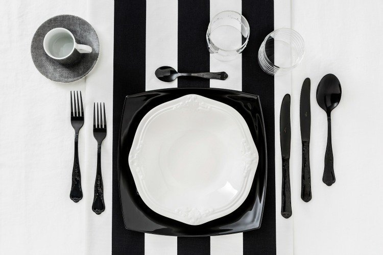 03-Dalani-tavola-Black-and-White-trend-Primavera