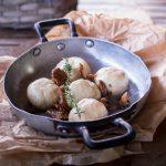 Gnocchi ripieni ai finferli con burro vegetale alle nocciole