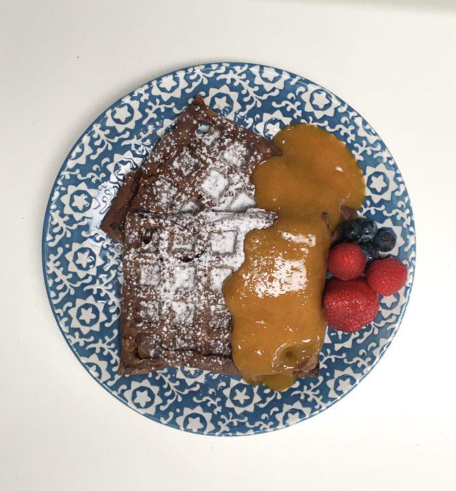 waffle-con-fiocchi-di-latte-e-composta-di-mango-11