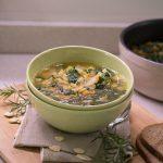 zuppa di spinaci e fave spezzate