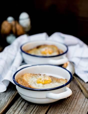 Zuppa Pavese dalla tradizione lombarda