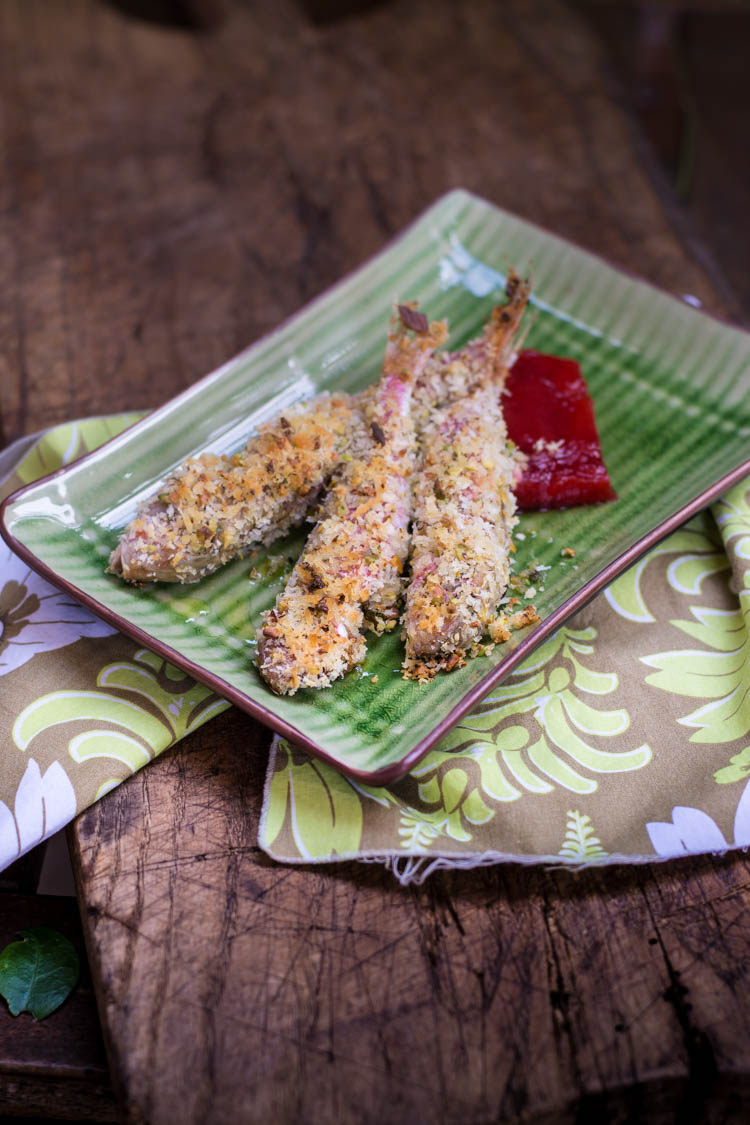 Triglie croccanti ai pistacchi su gelée di limone e fragole