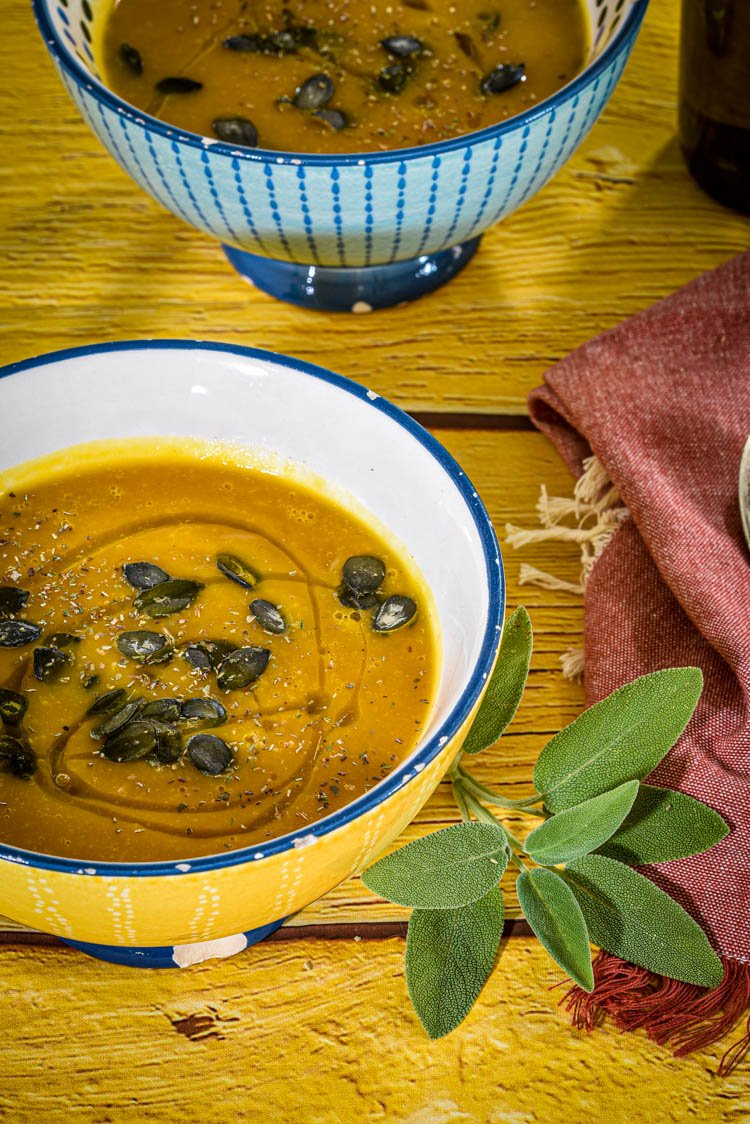 Crema di zucca al forno, patate dolci e zenzero